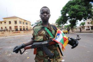 Des Kalachnikovs pour les enfants de la Seleka
