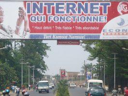 Internet qui fonctionne, une publicité qui décrit bien la mauvaises qualité du réseau dans beaucoup de pays en Afrique