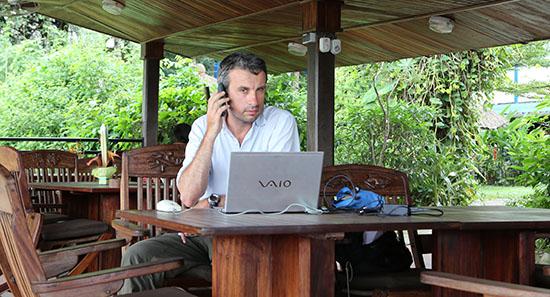 Il faut se rendre dans les hôtels de Douala pour se connecter... Thierry Barbaut
