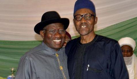Les deux prétendants au pouvoir au Nigeria, Goodluck Jonathan et Muhammadu Buhari
