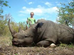 chasseuse-rhinoceros