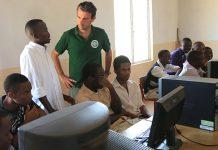 Des écoles s'équipent en Informatique et Internet au Kenya - crédits photo Thierry Barbaut Info Afrique