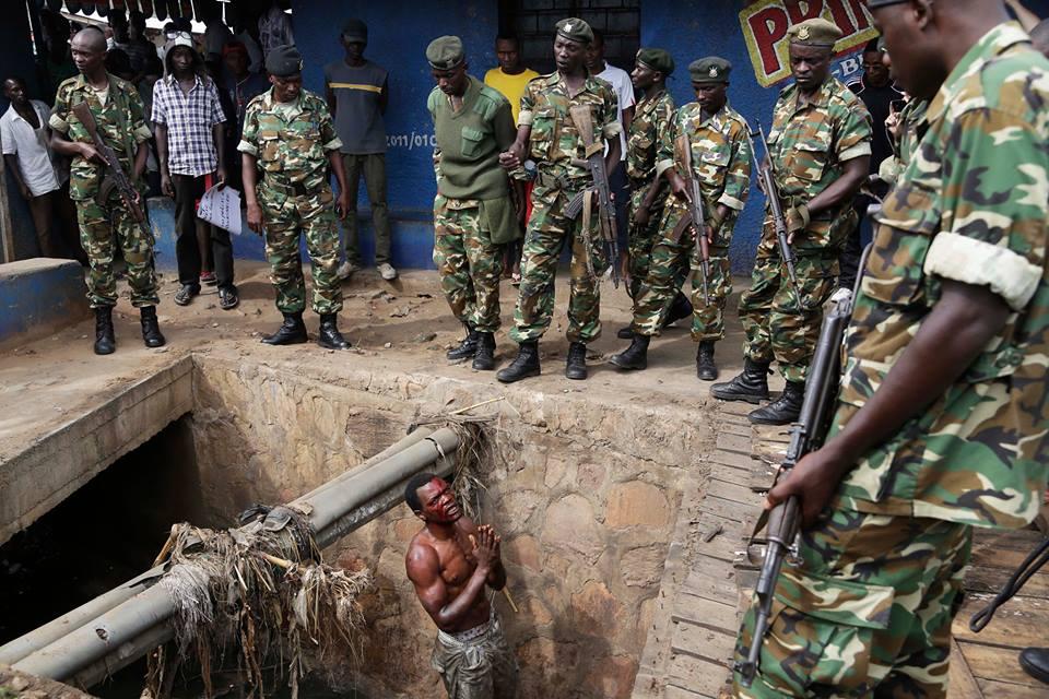 Un homme est libéré par les forces de l'ordre à Bujumbura et implore les militaires de le proteger- Thierry Barbaut © Info Afrique