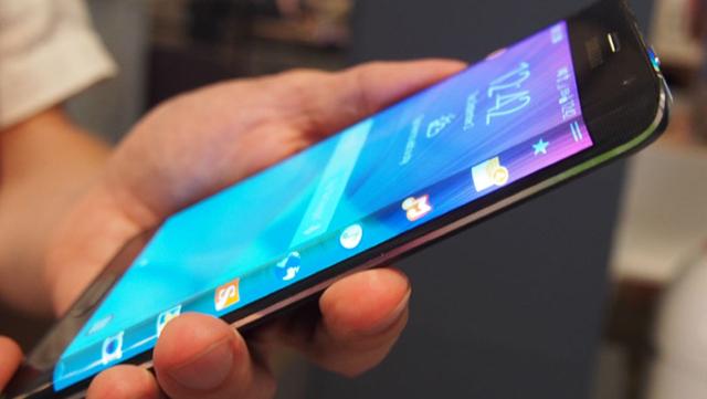 Galaxy S6 : un écran flexible incurvé des deux côtés
