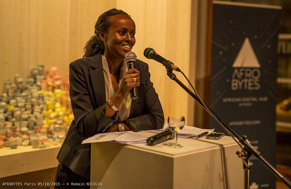 Haweya Mohamed, responsable de la communication, présente le hub Afrobytes