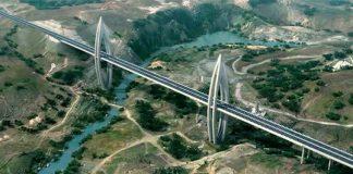 Le pont à haubans de Hay Ryad près de Rabat au Maroc