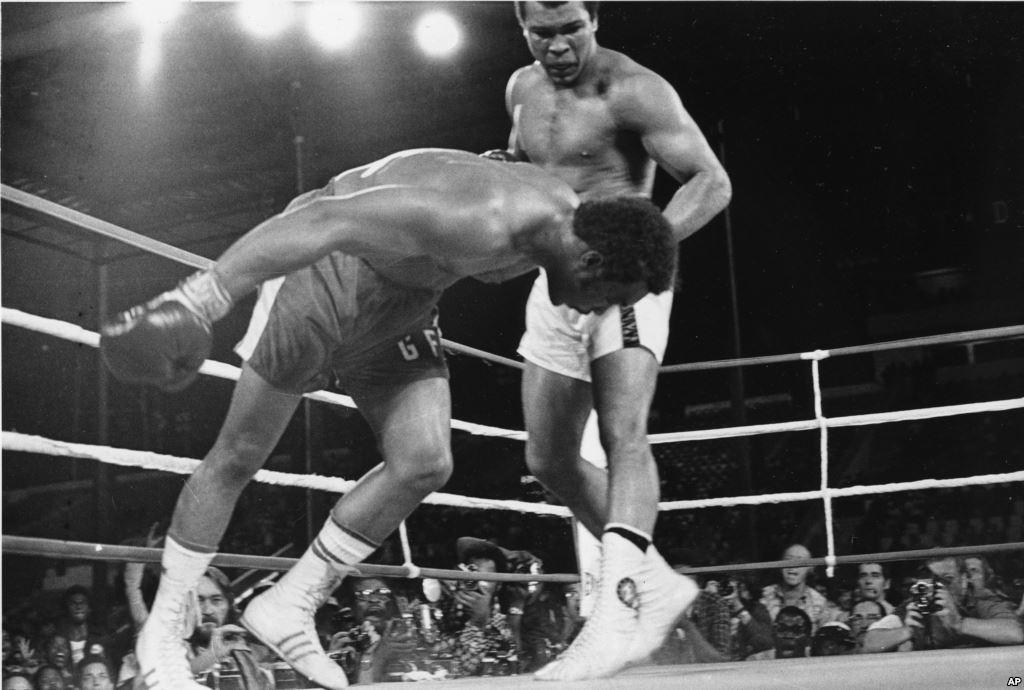 Mohamed Ali écrase Foreman à Kinshasa