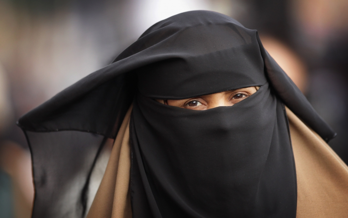 Une femme porte la burqa au Maroc