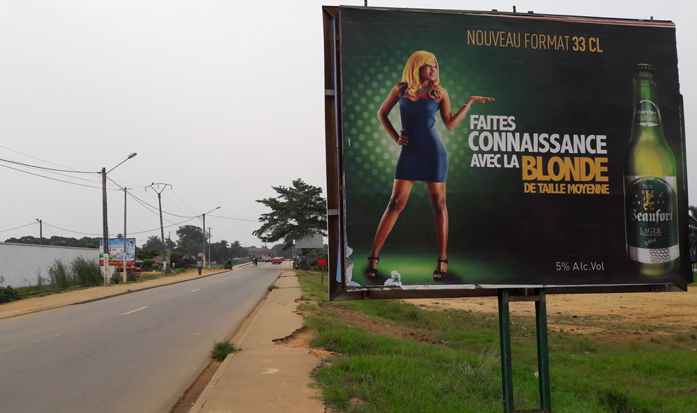 Une affiche en Côte d'Ivoire, à Grand Bassam - Credit photo Thierry BARBAUT