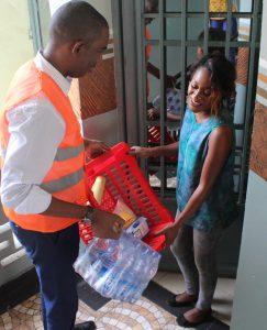 Bonny Maya n'hésite pas à livrer lui-même ses clients à Kinshasa. C'est ainsi qu'il entretient une relation client irréprochable.
