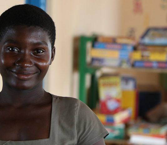 Une jeune fille qui a accès à l'éducation près de Kpalimé au Togo - Crédits photos Thierry Barbaut www.barbaut.net