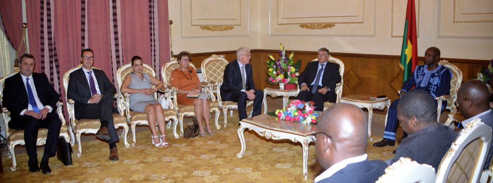 Le Premier Ministre son Excellence Paul Kaba THIEBA, et la délégation à la Primature