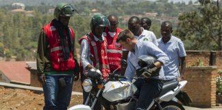 Taxi moto électrique au Rwanda avec l'entreprise Ampersand