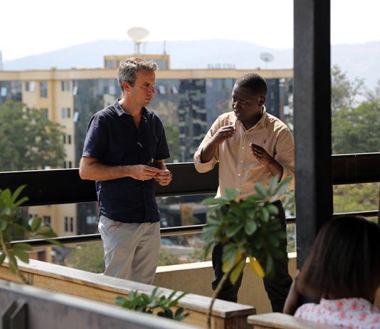 Thierry Barbaut et Aphrodice Mutangana le fondateur du KLab de Kigali au Rwanda