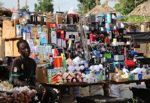 vendeur kiosque téléphonie marché Afrique